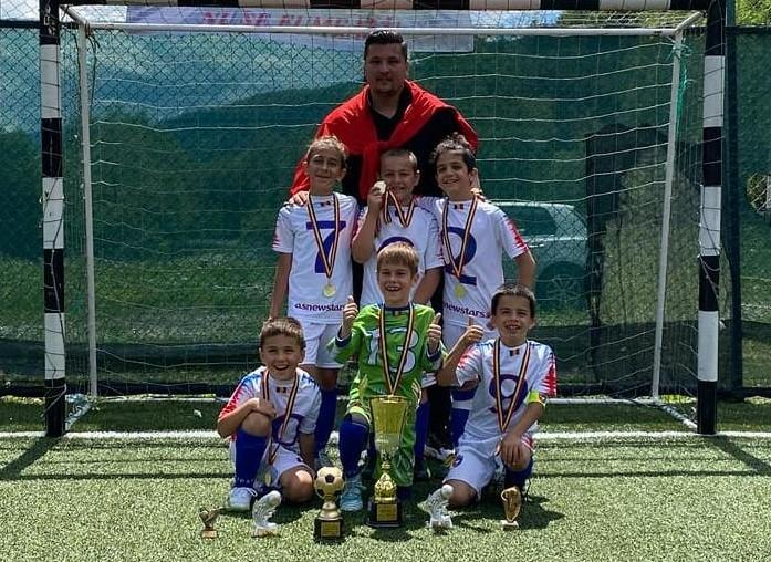 """New Stars FA București – Prima Câștigătoare a Sfinx U8 PitiCup și Prima CALIFICATĂ la Turneul Final Național """"Trofeul Sfinx  – Cupa Campionilor U8"""""""